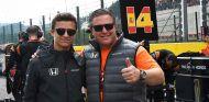 Lando Norris y Zak Brown en Spa - SoyMotor.com