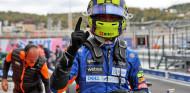 Norris, Pole caótica en Rusia con Sainz segundo y Russell tercero - SoyMotor.com