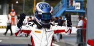 Nyck de Vries celebra su primera victoria en GP3 - LaF1