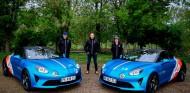 Alpine A110: el coche de Alonso para llegar 'conjuntado' a los circuitos - SoyMotor.com