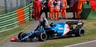 Primeras imágenes del incidente entre Pérez y Ocon en Imola  - SoyMotor.com