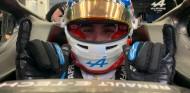 Ocon prueba los neumáticos Pirelli del 2022 en Baréin - SoyMotor.com