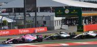 Esteban Ocon, Lewis Hamilton y Lance Stroll – SoyMotor.com