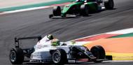 F4 Española: Doble triunfo de Ogaard y Campos Racing en Portimao - SoyMotor.com