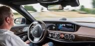 La ONU fija una normativa para los sistemas autónomos de mantenimiento de carril - SoyMotor.com