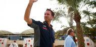 Christian Horner saludando en Sakhir - LaF1.es