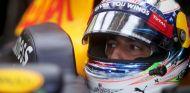 Daniel Ricciardo en boxes - LaF1