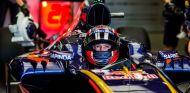 Daniil Kvyat espera subido al STR11 en Bakú - LaF1