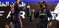 Hamilton y Verstapen celebran su podio en Baréin - SoyMotor.com
