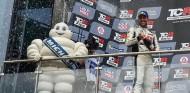 Pepe Oriola en el podio - SoyMotor