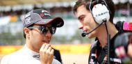 Sergio Pérez en la parrilla de salida del Gran Premio de Gran Bretaña - LaF1