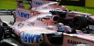 Pérez y Ocon durante un GP esta temporada - SoyMotor.com
