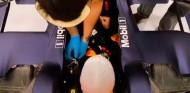 Pérez comienza a trabajar con Red Bull: primera visita a Milton Keynes - SoyMotor.com