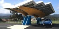 Peugeot diseña una estación de recarga solar para vehículos eléctricos