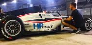 Piastri gana la primera carrera nocturna de la historia de la Fórmula Renault - SoyMotor.com