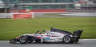 Piastri repite Pole de Fórmula Renault en Silverstone - SoyMotor.com