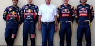 Ricciardo, Kvyat, Verstappen y Sainz, junto al asesor de pilotos de Red Bull, Helmut Marko - LaF1