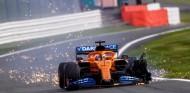 Carlos Sainz pincha en la penúltima vuelta cuando iba cuarto - SoyMotor.com