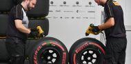 Integrantes de Pirelli en Suzuka - SoyMotor.com