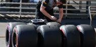Ingeniero de Pirelli durante el GP de México 2017 - SoyMotor.com
