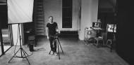 Bryan Adams en su estudio de fotografía - SoyMotor.com