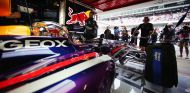 Sebastian Vettel, en el box de Montmeló en 2013 - LaF1