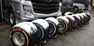 Nieve sobre los compuestos Pirelli 2018 en el Circuit de Barcelona-Catalunya - SoyMotor.com