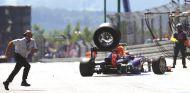 Momento del incidente durante el pit stop de Mark Webber en Nürburgring