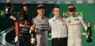 Rosberg golpea primero en medio de un caos menor del esperado