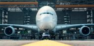 Récord Guinness: el Porsche Cayenne arrastra un Airbus A380 - SoyMotor.com