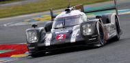Porsche número dos durante las 24 Horas de Le Mans 2016 - LaF1
