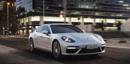 El Porsche Panamera 4 E-Hybrid se presentó en París, pero todavía había una sorpresa más - SoyMotor