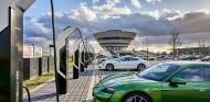 Porsche inaugura la estación de carga más potente de Europa - SoyMotor.com