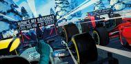 Postal de Red Bull con dardo incluido a Toto Wolff y Ferrari - SoyMotor