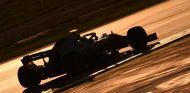 Kevin Magnussen en la oscuridad de la quinta jornada en Barcelona –SoyMotor.com