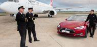 La aerolínea Qantas y Tesla enfrentan a sus dos productos más reconocidos - SoyMotor