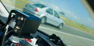 Una sentencia contra un conductor rebaja los márgenes de error de los radares sobre trípodes y vehículos parados - SoyMotor.com