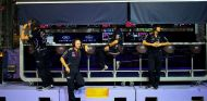 """Red Bull se defiende: """"Hablamos con Charlie Whiting"""""""