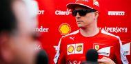 Kimi Räikkönen¨atendiendo a la prensa en Canadá tras la clasificación - LaF1