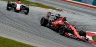 Kimi Räikkönen tuvo que remontar desde el final de la parrilla tras un pinchazo - LaF1