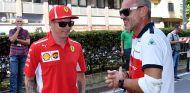 Kimi Räikkönen y Beat Zehnder en Milán - SoyMotor.com