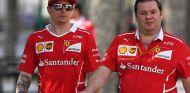 Kimi Räikkönen y David Greenwood en Baréin - SoyMotor.com