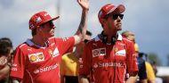Kimi Räikkönen (izq.) y Sebastian Vettel (der.) – SoyMotor.com