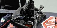 Detalle del volante del RB13 en Marina Bay - SoyMotor.com