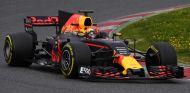 Dudas sobre la legalidad de la suspensión del Red Bull RB13 - SoyMotor.com