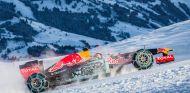 ¿Se parecerán los nuevos colores a lo que mostró Red Bull con Verstappen en los Alpes? - LaF1