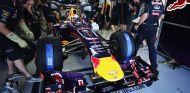 Sebastian Vettel en el interior del box de Red Bull - LaF1