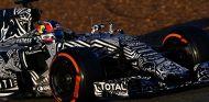 Daniil Kvyat durante los test de Jerez, donde Red Bull presentó una pintura de camuflaje para el RB11 - LaF1