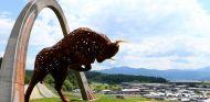 El imponente toro del Red Bull Ring está esperando a que los coches rugan a su lado - LaF1
