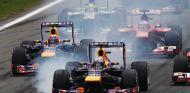 Sebastian Vettel bloquea uno de sus neumáticos en la salida - LaF1